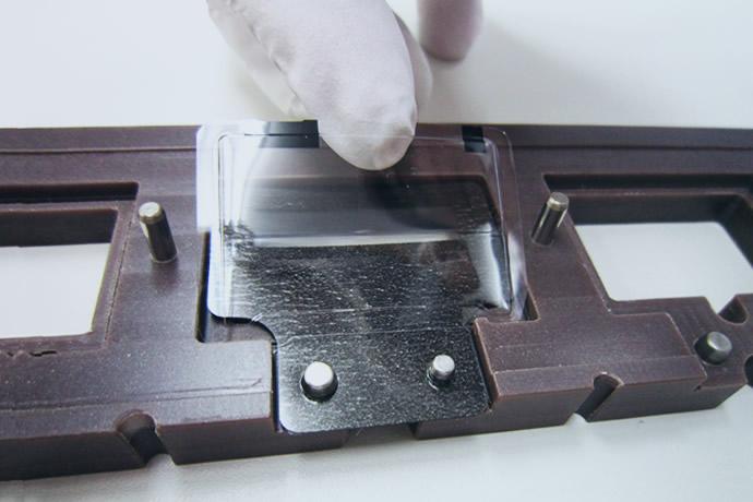 図面化や治具の設計など、フィルムの貼り合わせ加工をワンストップで実現