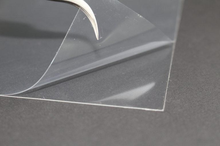 透明で厚みのあるOCAテープの加工