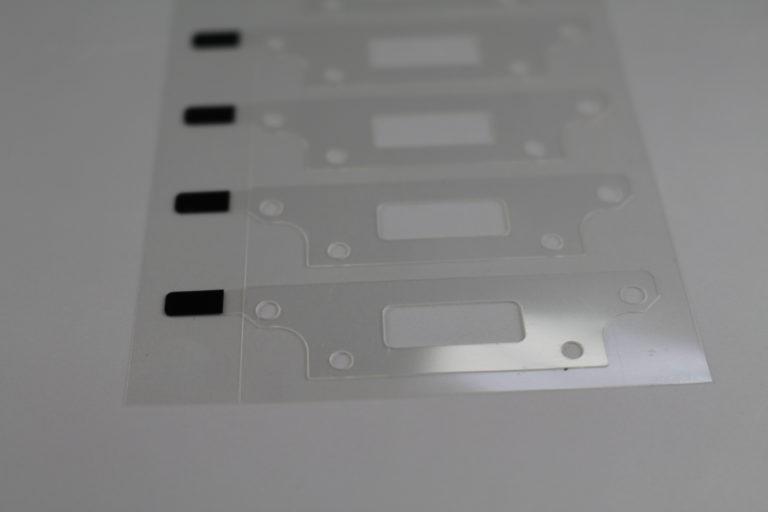 モニタ内部のアルミ放熱板へのテープ貼り合わせ加工